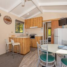Rotorua's Blue Lake TOP 10 - Ensuite Jayco Cabins Kitchen Living
