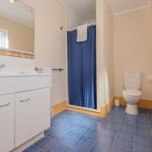 Rotorua's Blue Lake TOP 10 - Motel Lakeview Bathroom